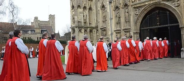 """Direttiva choc della chiesa anglicana: """"Non scusatevi per i casi di pedofilia"""""""