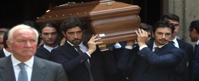 In centinaia a Milano per dare l'ultimo saluto a Marta Marzotto, regina di stile