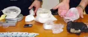 Droga e armi in una pizzeria: arrestati due romeni e due albanesi a Foggia