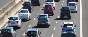 Traffico di Ferragosto: la mamma partorisce in auto il quarto figlio