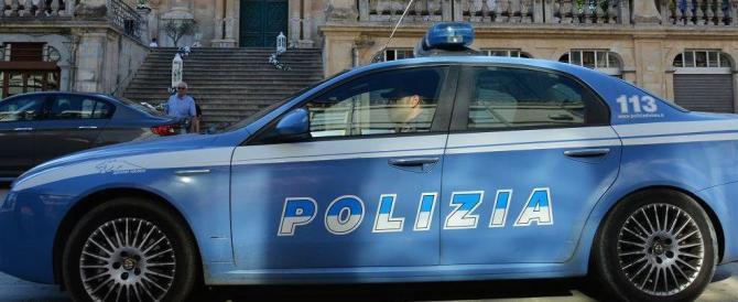 Turista tedesca sorpresa a rubare: botte alle agenti che la smascherano