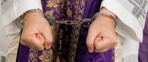 Minaccia col coltello un ragazzo e poi lo stupra: arrestato parroco a Catania