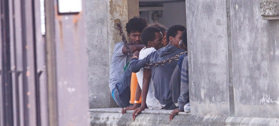 Rissa tra profughi al Cara di Bari: un eritreo in fin di vita