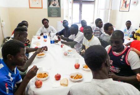 Profughi devastano agriturismo dove erano alloggiati: 7 feriti e 14 denunciati