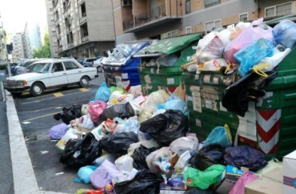 """M5s dell'Emilia Romagna contro i grillini romani: """"Tenetevi i vostri rifiuti"""""""