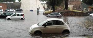 «Oggi acquazzone a Roma, città allagata: #Alemannodimettiti». Lo scrive su twitter l'ex sindaco di Roma Gianni Alemanno, con un'implicita ironia nei confronti dell'attuale primo cittadino Virginia Raggi