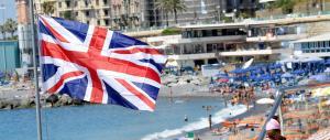 Sulle spiagge romagnole sventola la bandiera britannica contro Renzi