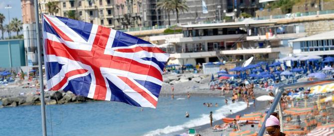 Gli stabilimenti balneari protestano contro la Ue issando la Union Jack