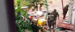 """Strage di Dacca: restano in carcere il prof e lo studente """"sospetti complici"""""""