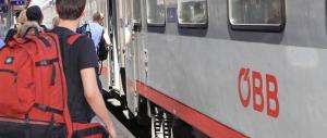 Austria, uno squilibrato attacca i passeggeri di un treno: due feriti gravi
