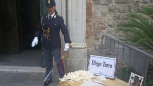 Ventimiglia: esequie Turra, Tricolore su bara poliziotto
