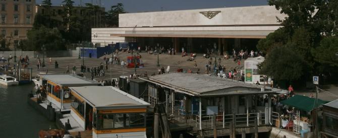 Venezia, arrestato un turco col machete: pregava vicino alla stazione