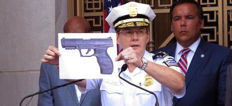 13enne ucciso dagli agenti Usa, è bufera: aveva una pistola, ma ad aria compressa