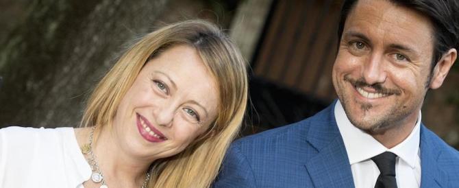 Auguri a Giorgia Meloni: è nata Ginevra. E il fiocco rosa è subito virale