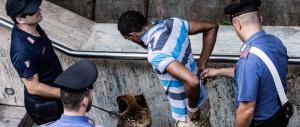 E una lite tra migranti algerini al centro d'accoglienza finisce a coltellate…