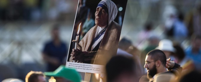"""120.000 fedeli per Madre Teresa. Il Papa: """"Santa in un mondo avido di tenerezza"""""""