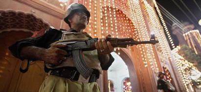 Pakistan, attacco suicida in moschea: 23 i morti, oltre 35 i feriti