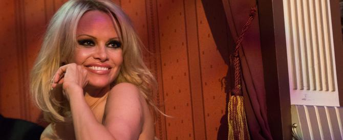 Pamela Anderson, l'ex coniglietta di Playboy contro il porno: è polemica