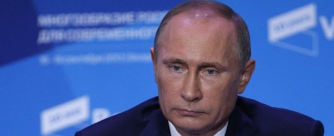 """Vladimir Putin all'attacco: """"In Occidente c'è un'isteria contro la Russia"""""""