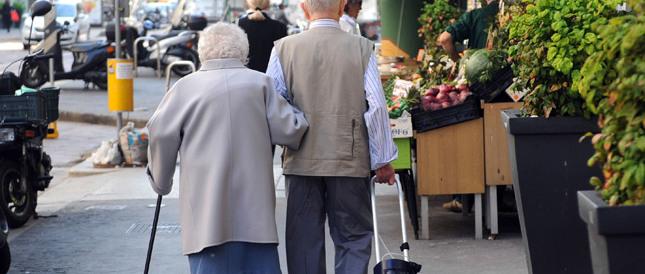 "Rampelli: ""Renzi vuole comprarsi i pensionati sul referendum"""