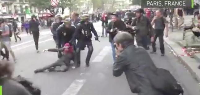 La Francia torna in piazza contro la riforma del lavoro: a Parigi feriti e arresti