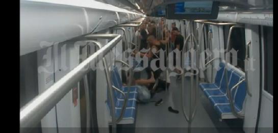 C'è il video del pestaggio in metro. Colpirono in tre: volevano ammazzarlo