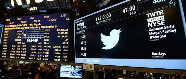 """Voci di vendita, Twitter vola in Borsa. Giù Facebook: """"Pubblicità gonfiate"""""""