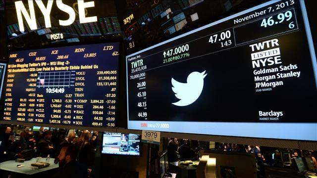 La crisi non risparmia i social: Twitter progetta una versione a pagamento