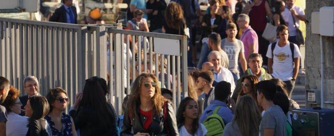 Blitz degli studenti alla sede del Miur: i test d'ingresso? Aleatori e irregolari
