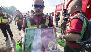 Volontari al lavoro nelle zone del sisma