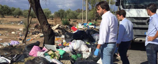 "Sindaco di centrodestra fruga tra i rifiuti e scopre chi ""inquina"" il paese"