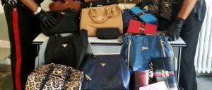 Produceva borse e indumenti contraffatti: denunciato un senegalese