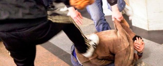 Reggio Emilia, tragedia sfiorata: rissa per amore tra adolescenti. 2 feriti, 5 denunce