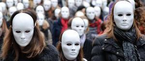 Orrori dal mondo: Usa, raccoglitrici di marijuana stuprate in serie. E in India…