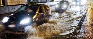 """La pioggia manda in tilt Napoli: le immagini del """"disastro maltempo"""""""