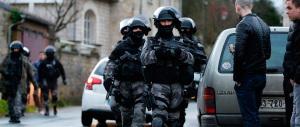 Francia, terrorista spara contro la polizia. Due agenti feriti a La Réunion