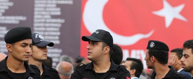 Turchia, nuove purghe staliniane di Erdogan: solo oggi cacciati in 50mila