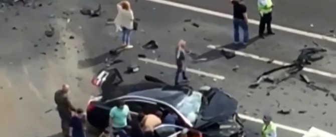 Testacoda per l'auto presidenziale di Putin. Morto l'autista (video)
