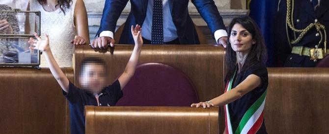 Rauti a Raggi: «Da mamma a mamma, basta lagne. Lavora per Roma»
