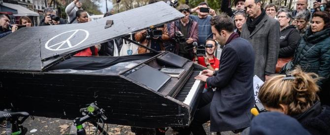 Fermi tutti, Renzi ha l'arma segreta contro i terroristi: le canzoni di Pupo