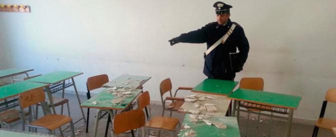 A scuola crolla il soffitto: a Rho feriti due tredicenni. Genitori furiosi