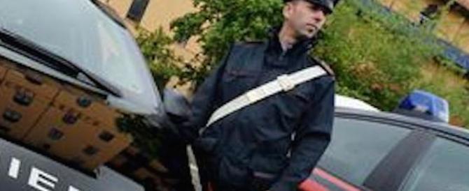 Tenta il suicidio, non riesce e prova a sparare ai carabinieri: arrestato