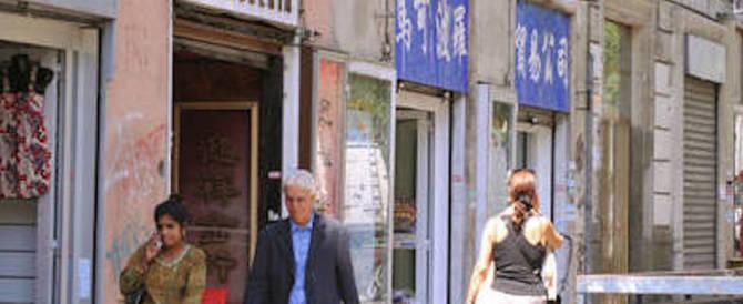 Milano in mano alla violenza cinese: si costituisce l'uomo con la mannaia