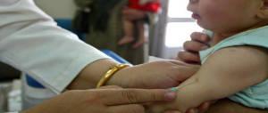Picchia il medico del figlio autistico: un papà inguaiato dalla bufala anti-vax