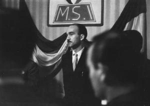 Giorgio Almirante a una riunione del 1954