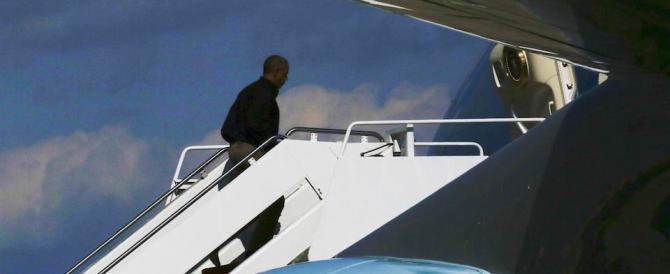 Ennesimo scivolone di Obama: «Trump e Putin hanno una storia d'amore»