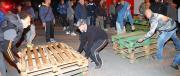 A Ferrara volevano portare i migranti di nascosto. Beffa scoperta, barricate in piazza