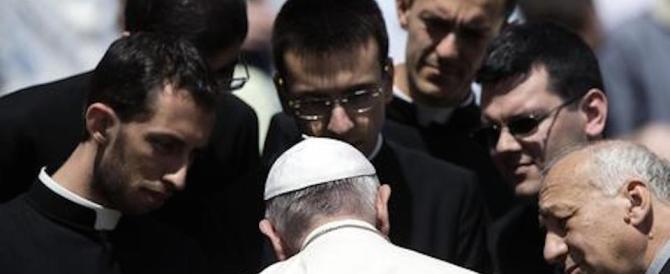 Un parroco rompe gli indugi: «Diamo la svolta, facciamo sposare i preti»