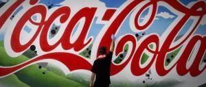 Feci nelle lattine vuote di Coca Cola: i migranti le hanno usate come water