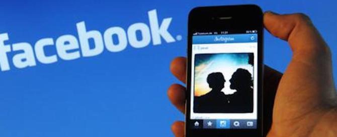 Adescava ragazzine su Fb e si faceva mandare le foto che le ritraevano nude